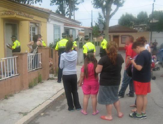 Barcelona protesta masiva de los habitantes de las casas for Casas baratas en barcelona