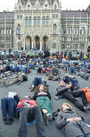 Hundreds demonstrated against the growing criminalization of homelessness in Budapest
