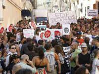 Los indignados frenan los desahucios en Barcelona, Rubí, Madrid